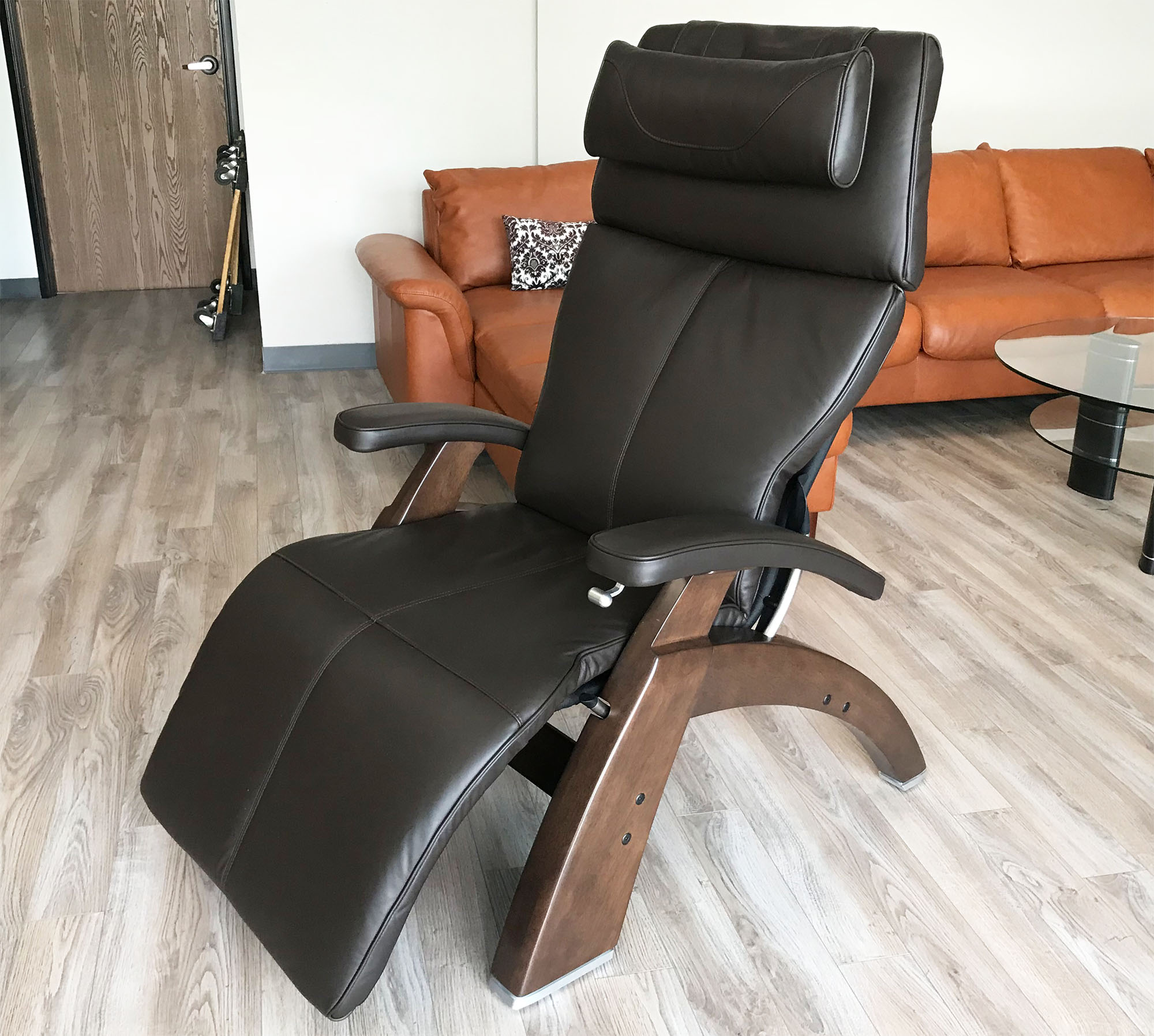 oversized a cha ideas is recliner what furniture perfect stokke gravity stand for human touch home black leather and zero seat with wood chair