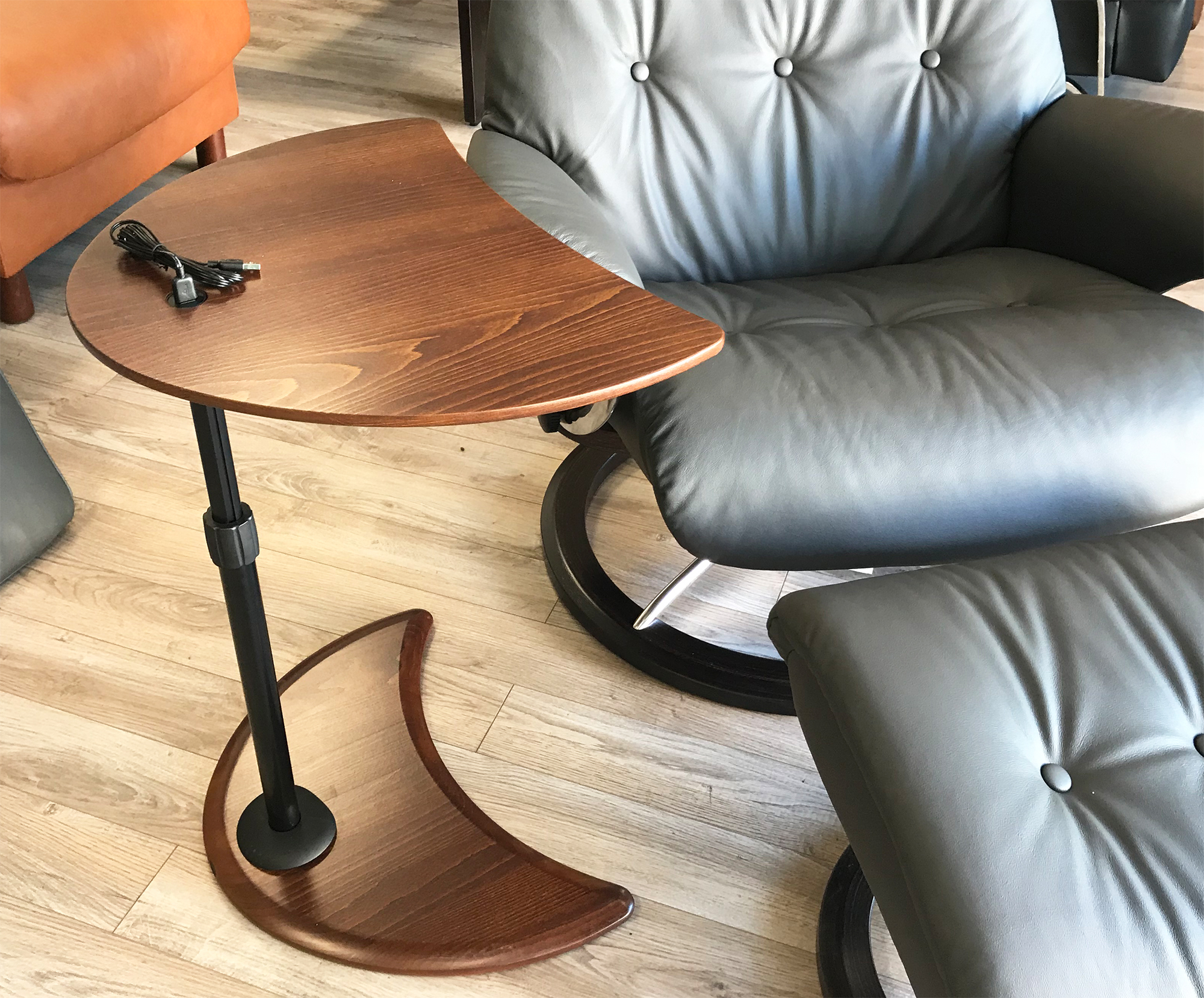 Picture of: Stressless Alpha Table With Usb For Ekornes Chairs Ekornes Stressless Recliners Stressless Chairs Stressless Sofas And Other Ergonomic Furniture