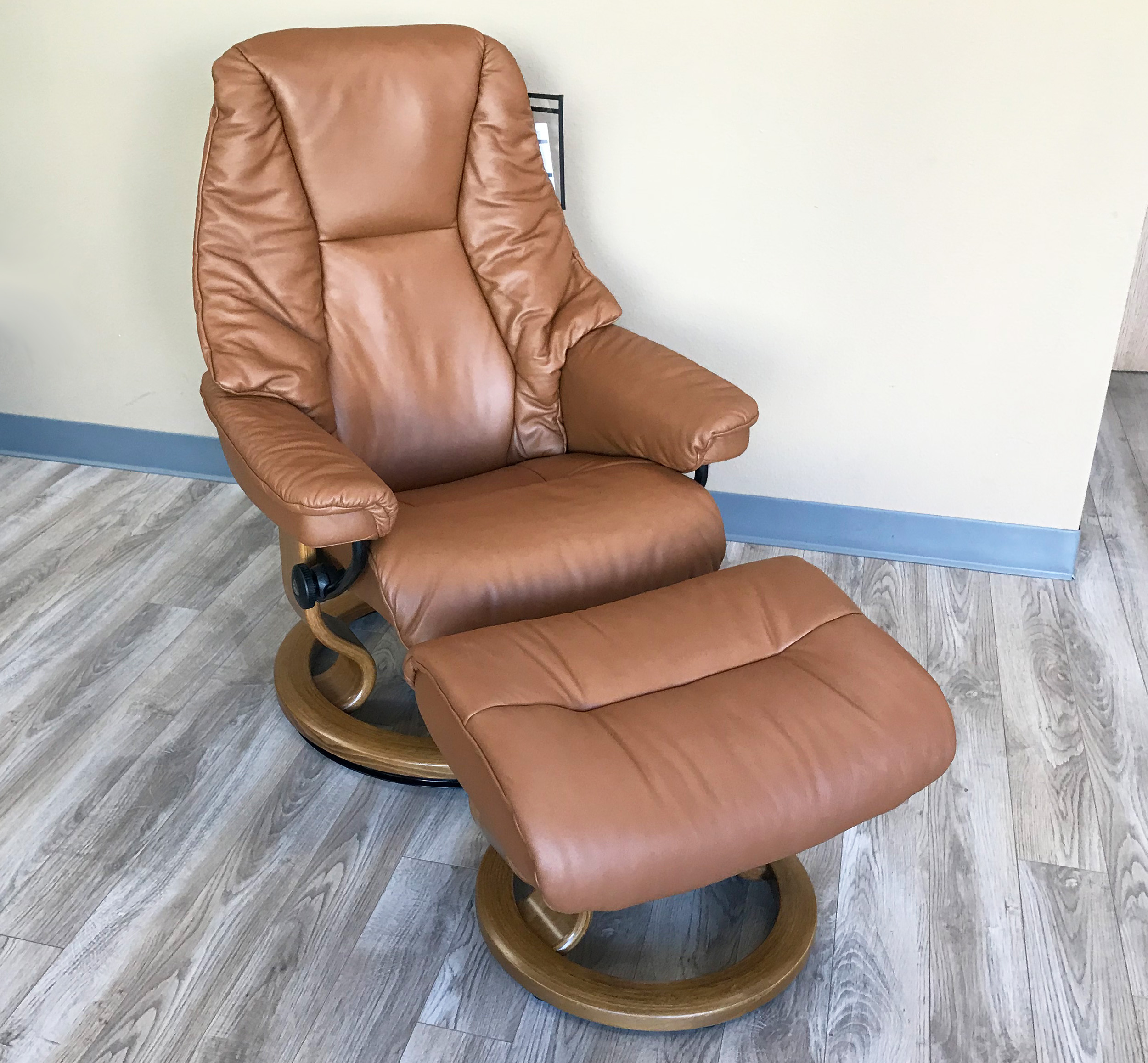 Stressless Live Paloma Copper Leather Recliner and Ottoman & Stressless Live Paloma Copper Leather by Ekornes - Stressless Live ... islam-shia.org