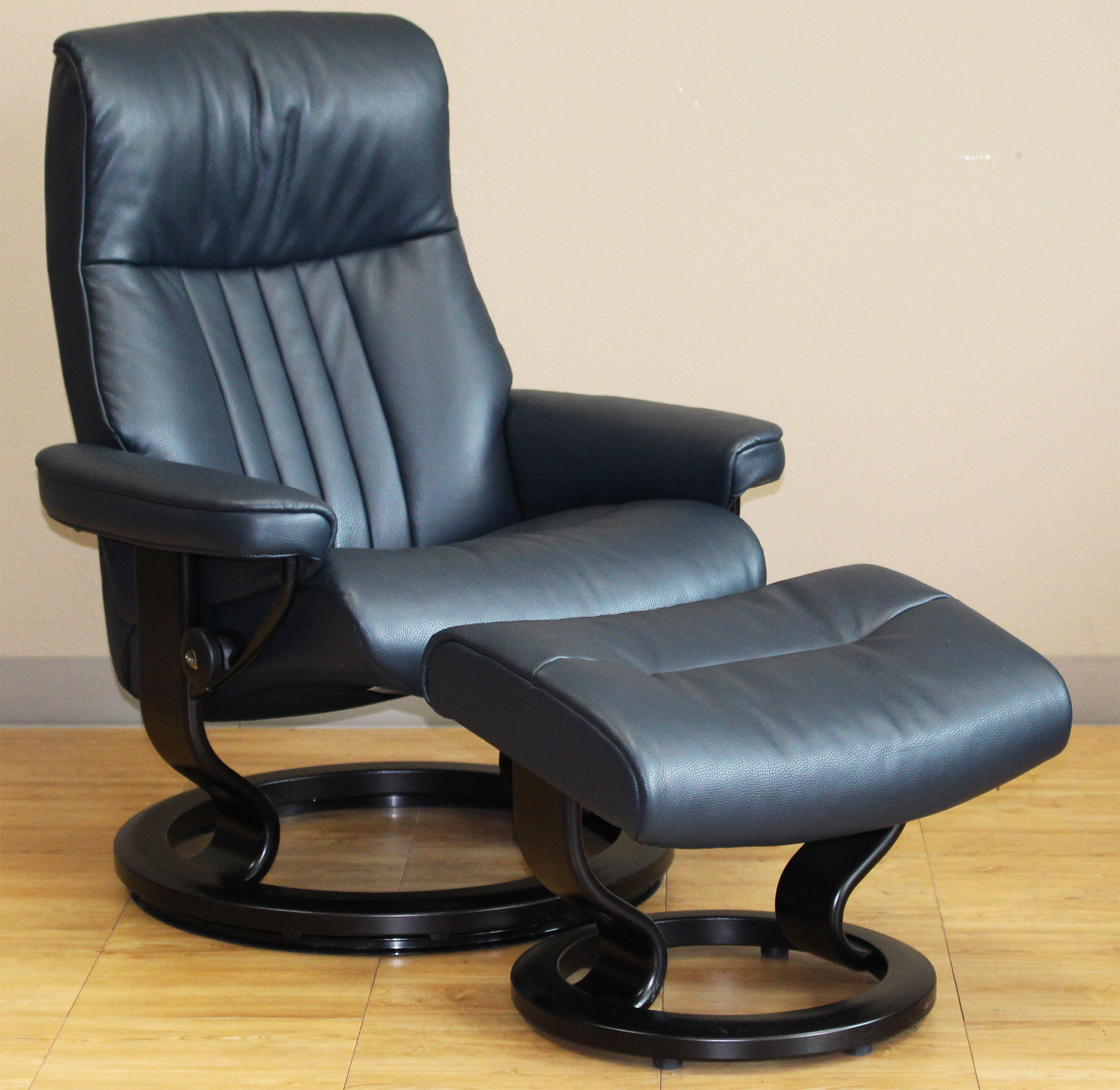 Stressless crown cori blue leather recliner chair for Chair chair chair