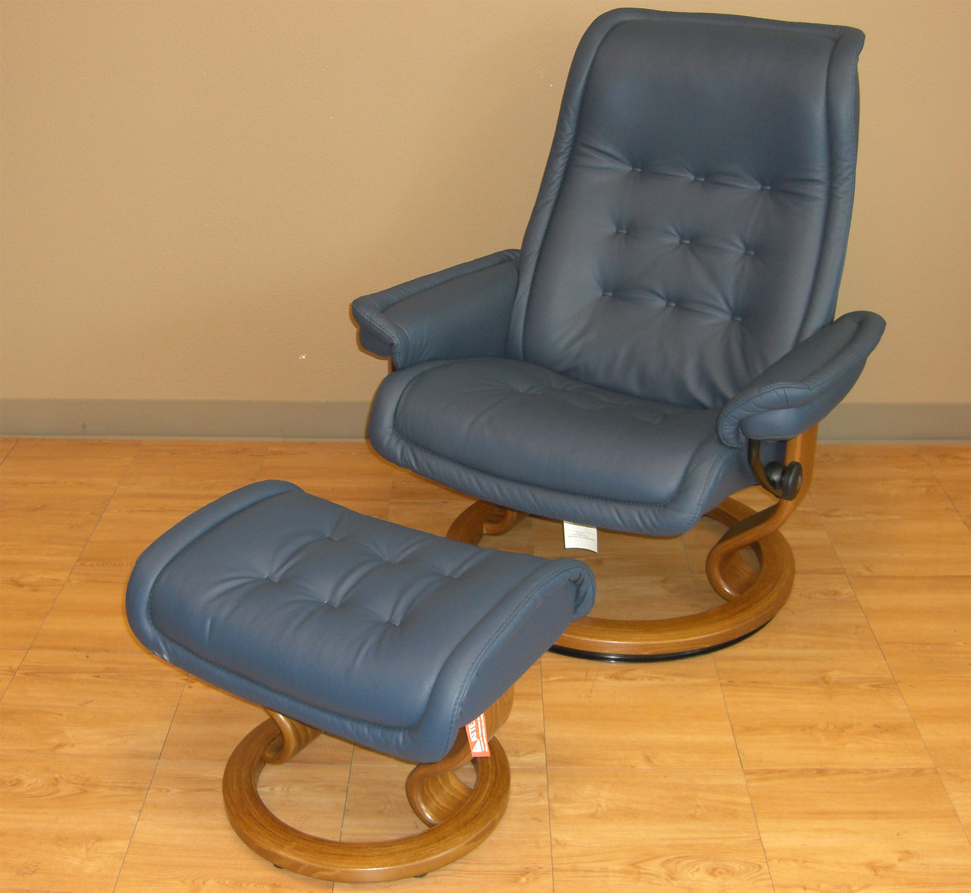 Delightful Stressless Royal Paloma Oxford Blue Leather Chair