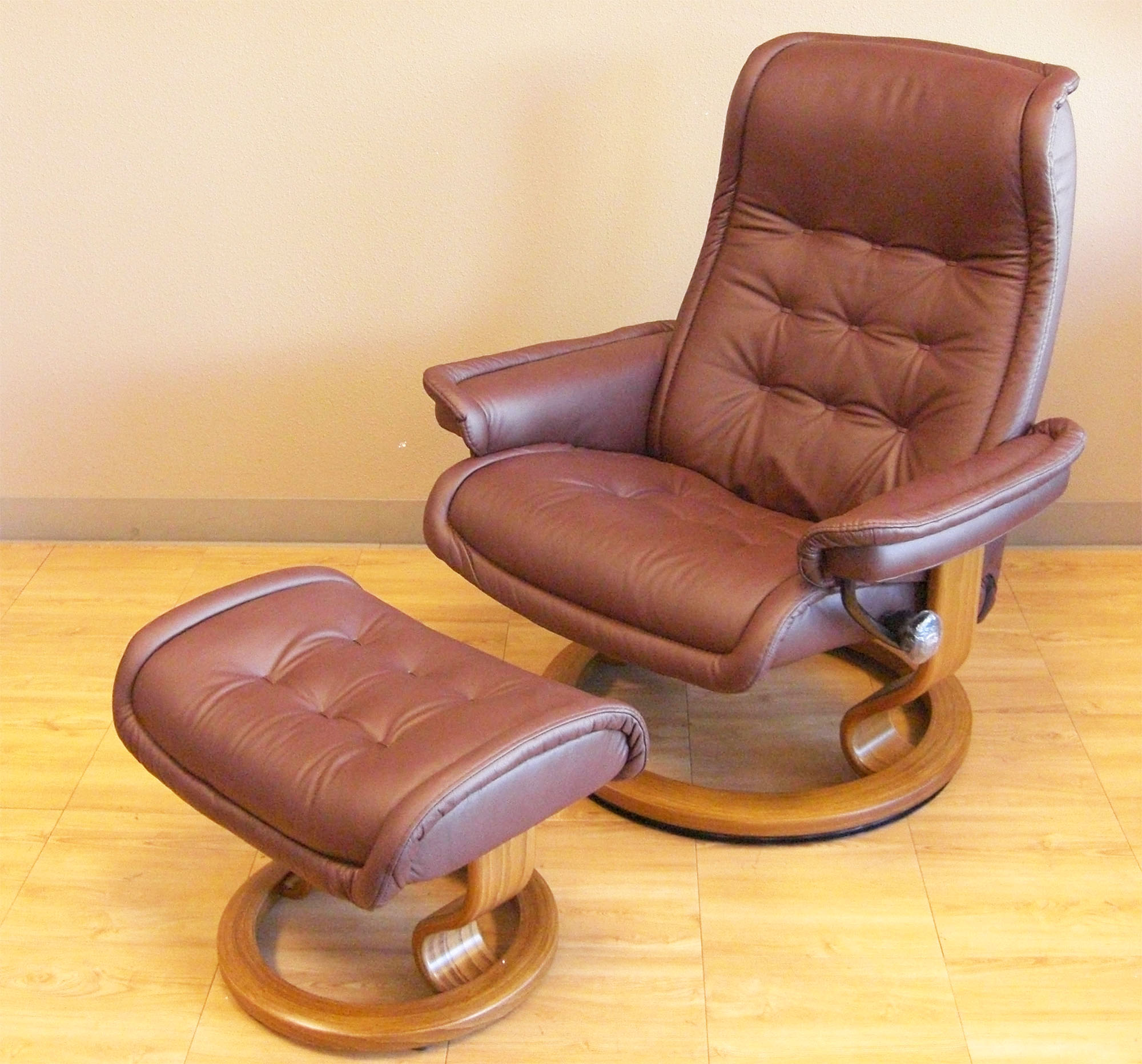 Ekornes Stressless Royal Recliner Chair Lounger Ekornes – Reclining Chairs with Ottomans