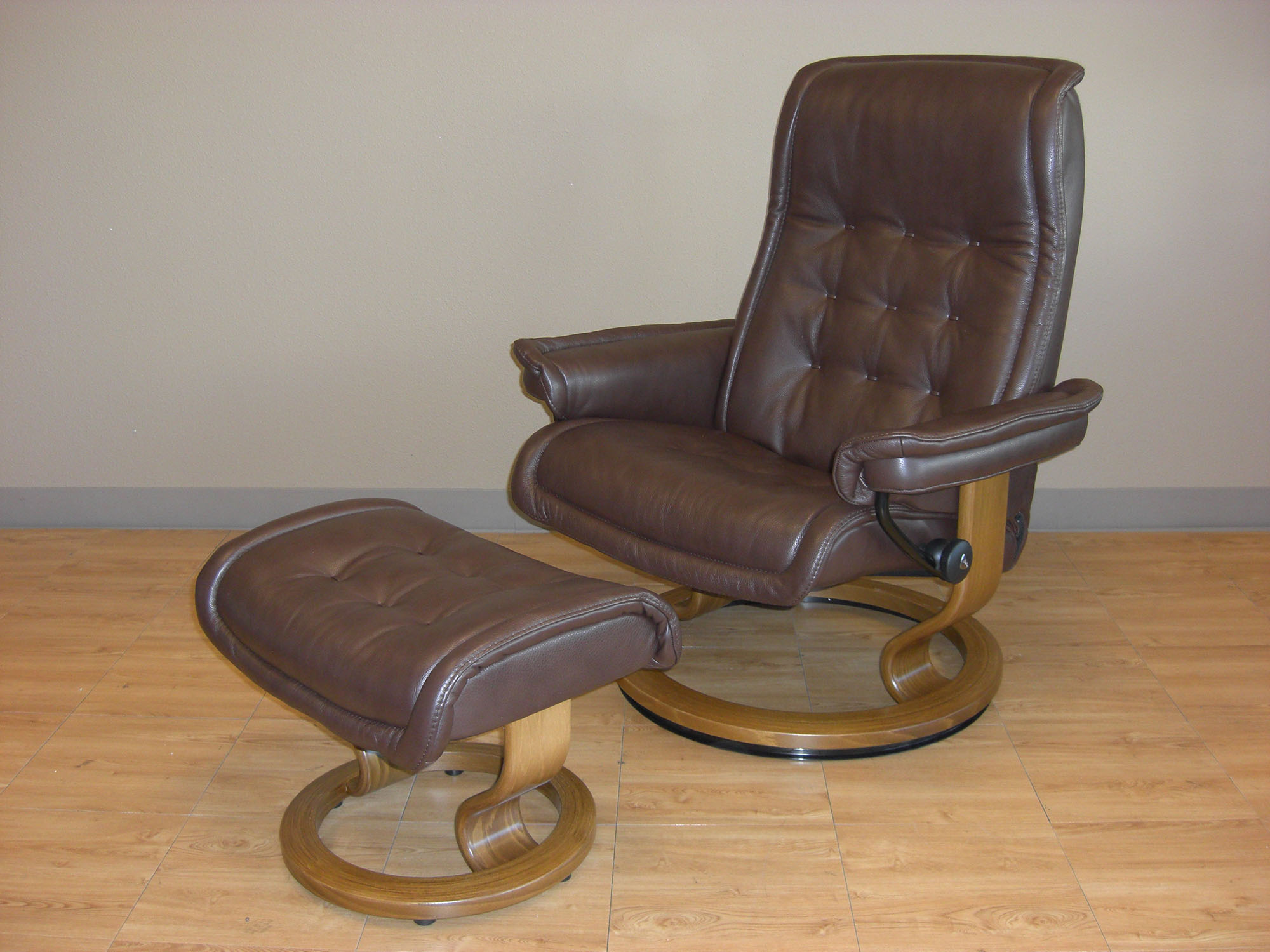 Stressless Royal Royalin Dark Brown Leather Chair