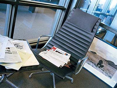 Eames Aluminum Group Lounge Office Task Desk Chairs By Herman Miller    Ergonomic Seating Aeron Chair By Herman Miller.