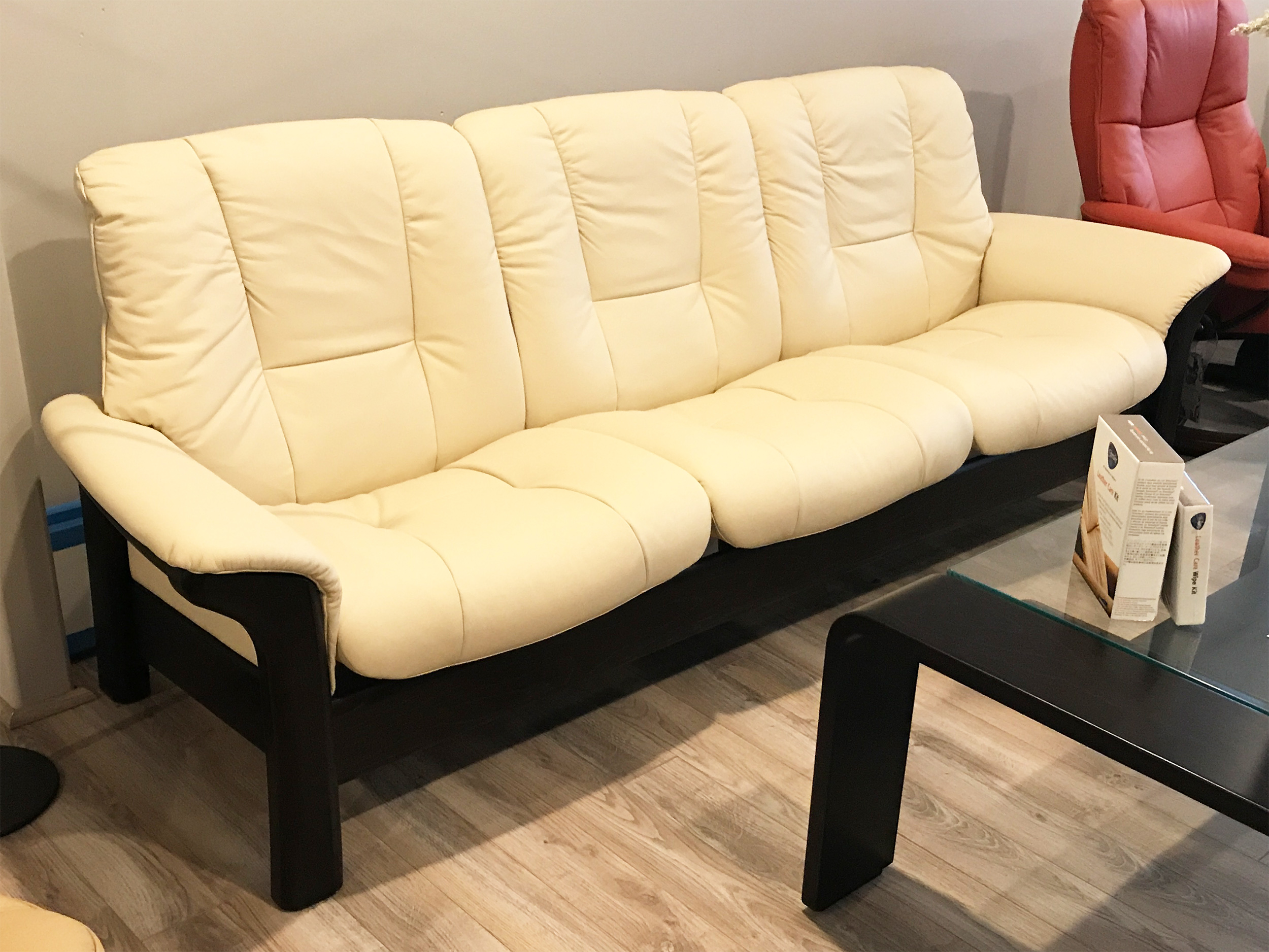 stressless buckingham 3 seat low back sofa batick cream color leather by ekornes. Black Bedroom Furniture Sets. Home Design Ideas