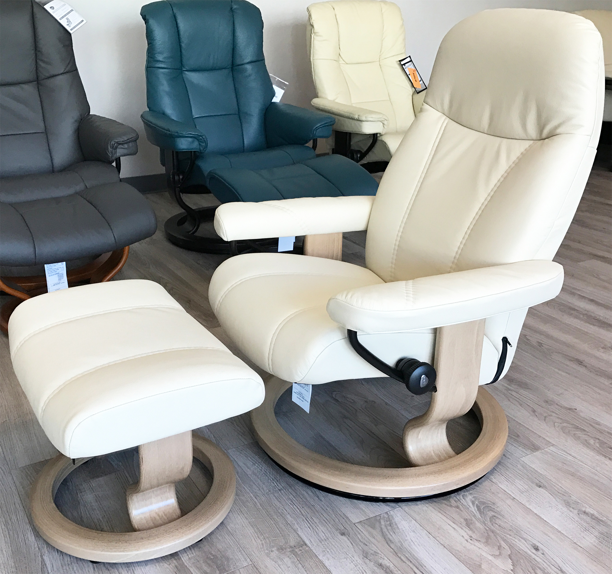 Stressless Consul Recliner Chair And Ottoman Batick Cream Leather By Ekornes