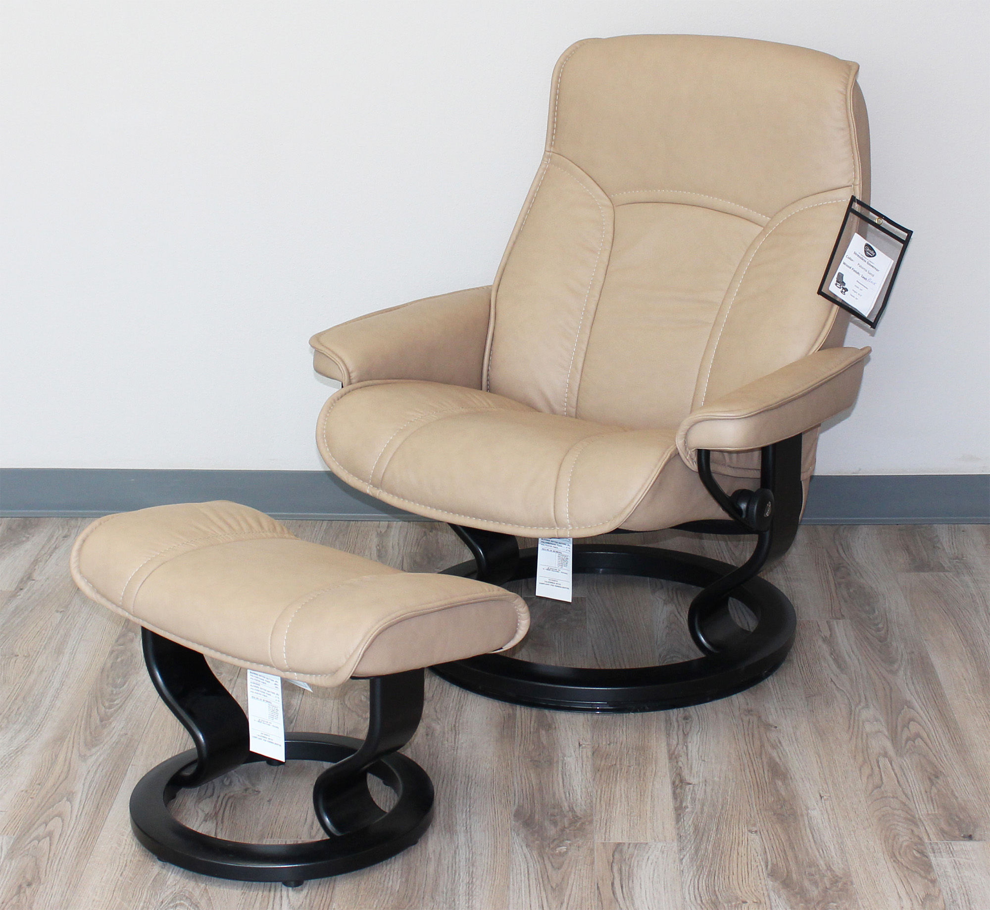 Sensational Stressless Governor Paloma Sand Leather Recliner Chair And Ottoman By Ekornes Gmtry Best Dining Table And Chair Ideas Images Gmtryco