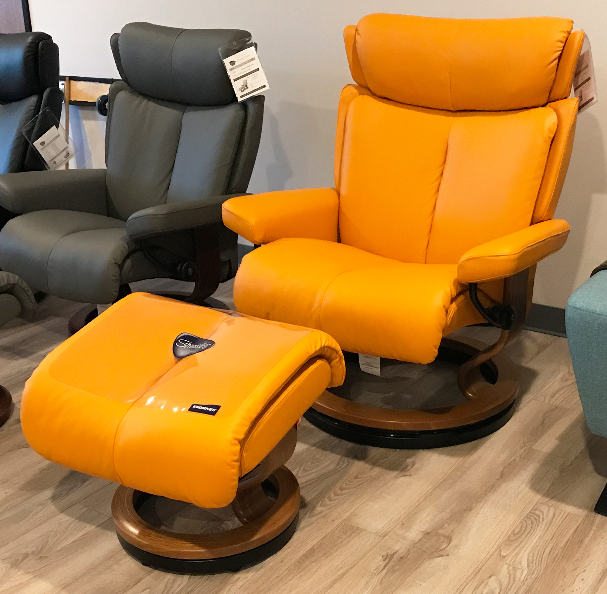 Stressless Magic Paloma Clementine Leather Recliner Chair And Ottoman