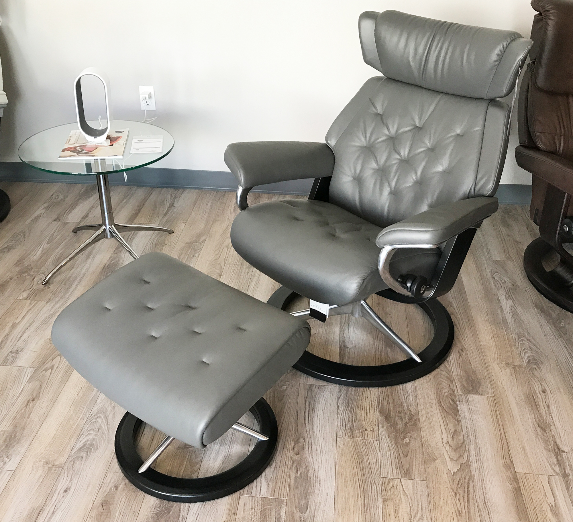 Superbe Stressless Skyline Signature Base Paloma Metal Grey Leather Recliner Chair  By Ekornes