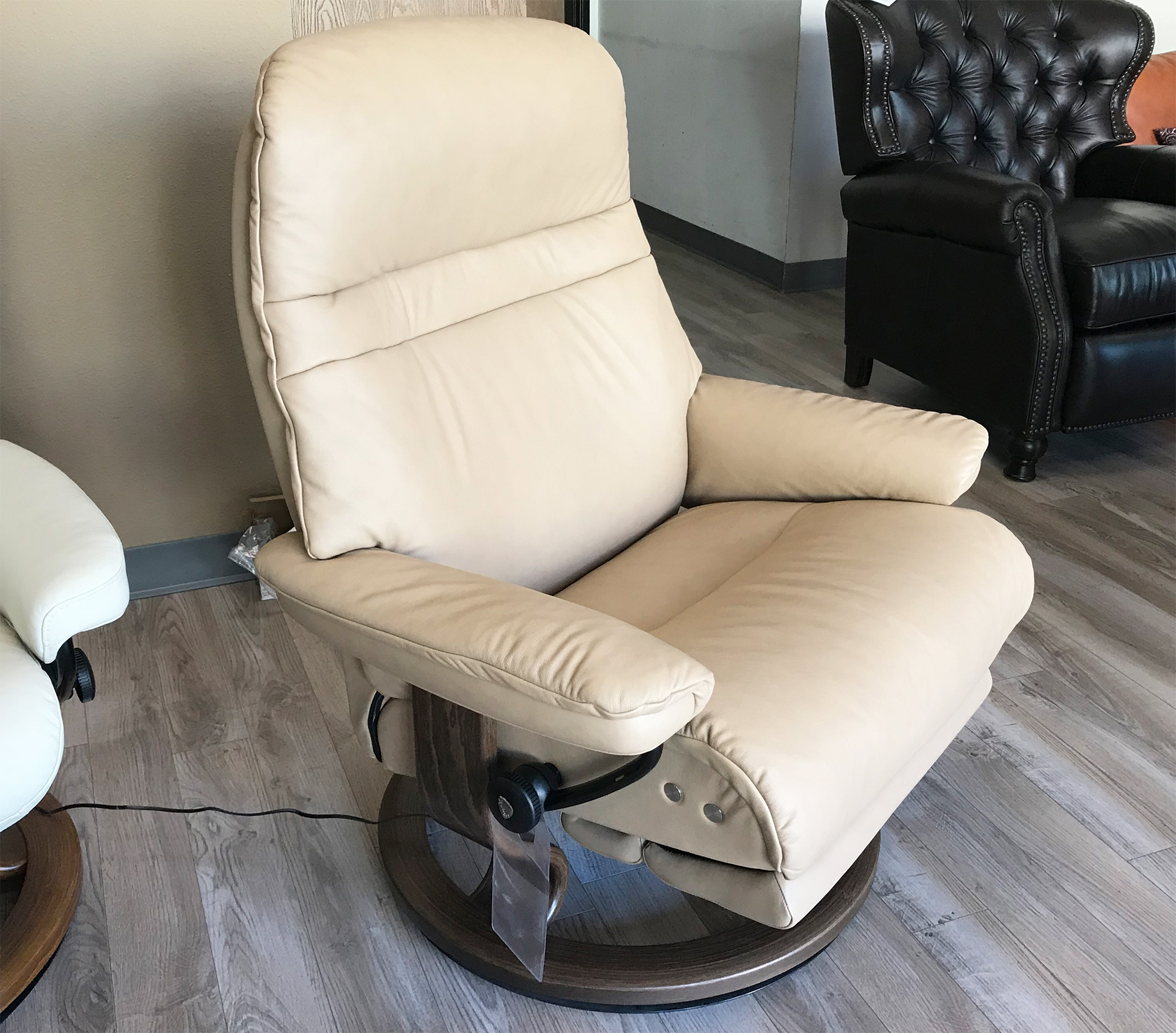 stressless sunrise legcomfort paloma sand color leather by ekornes