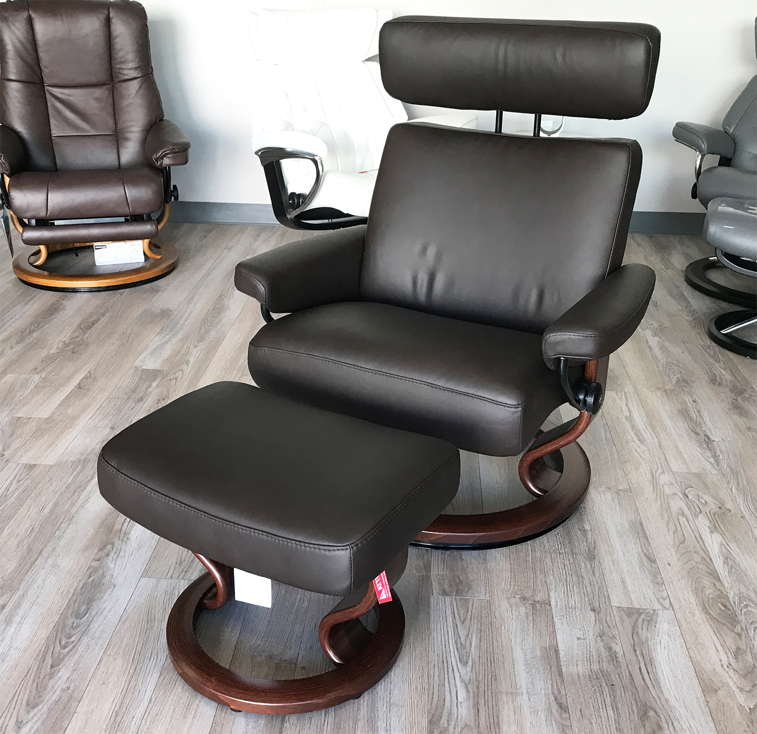 Merveilleux Stressless Taurus Paloma Mocca Leather Recliner Chair And Ottoman By Ekornes