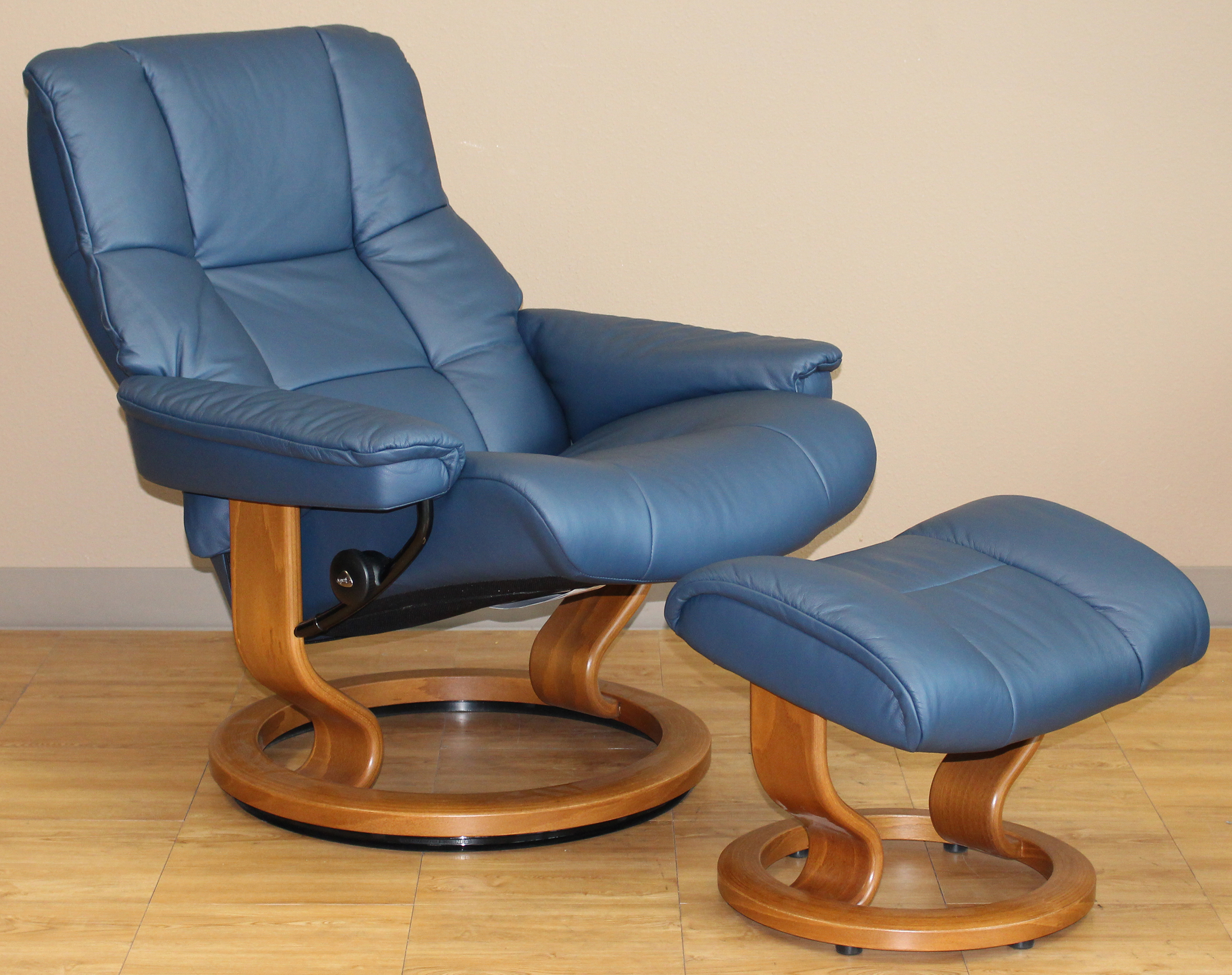 stressless mayfair paloma oxford blue leather recliner chair and ottoman by ekornes stressless. Black Bedroom Furniture Sets. Home Design Ideas