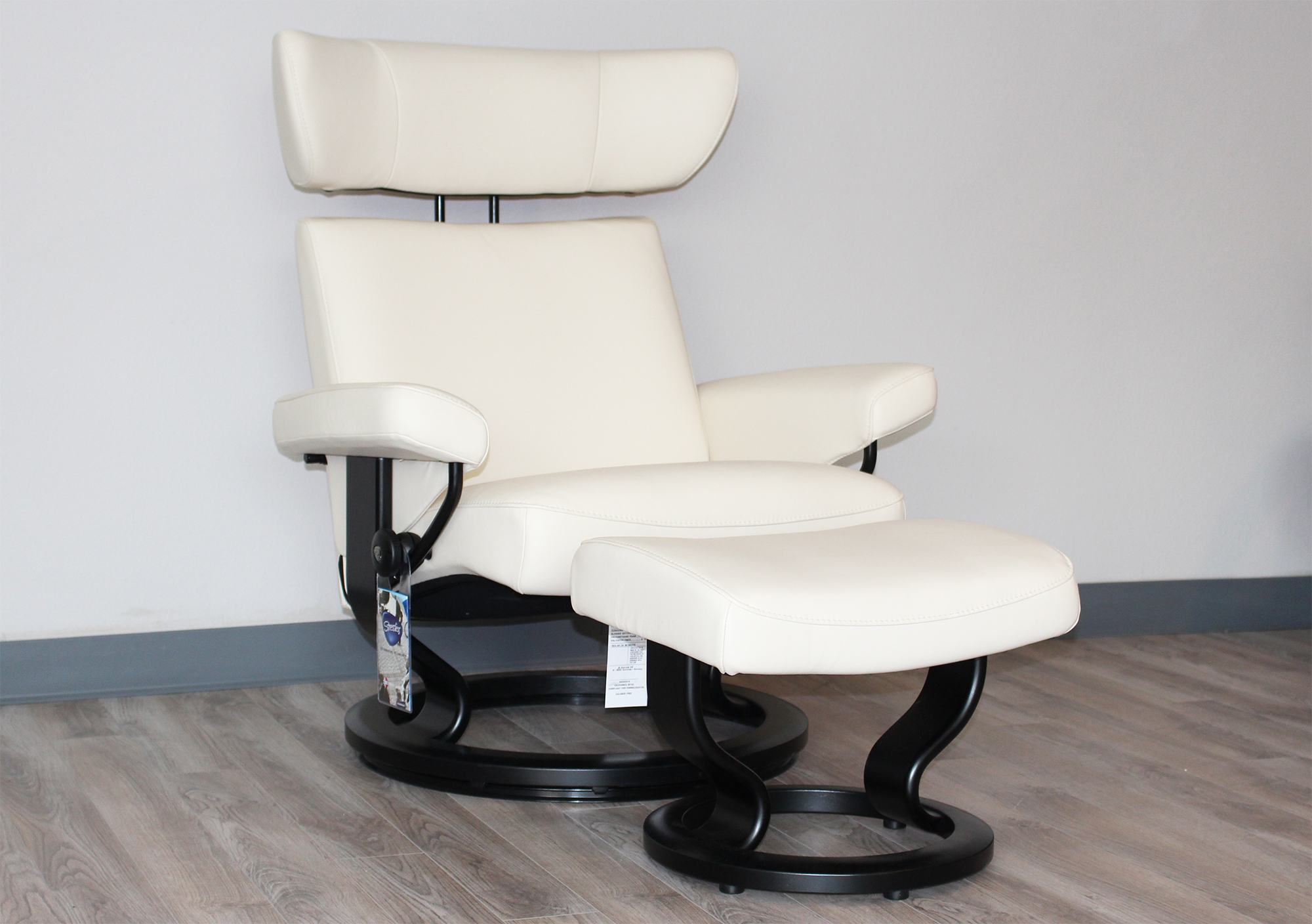 Bon Stressless Viva Recliner Chair And Ottoman In Paloma Vanilla Leather